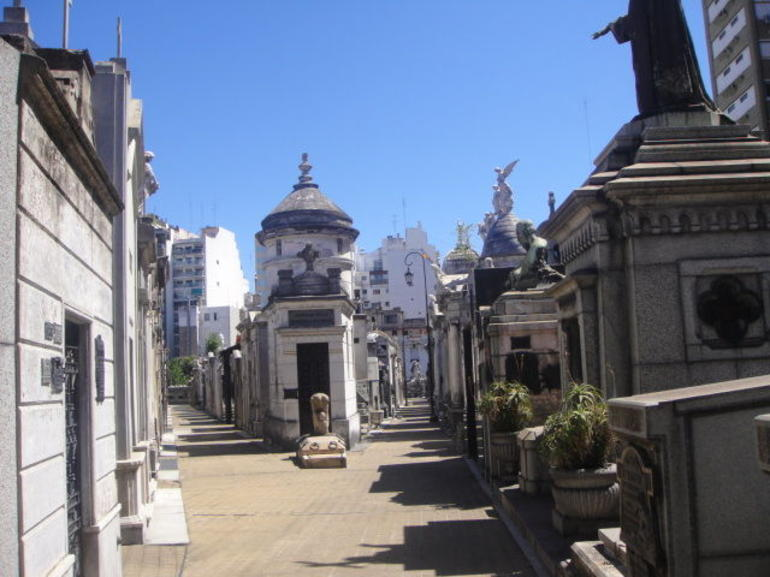 Recoleta Six-or-less-people Afternoon Walking Tour photo 13