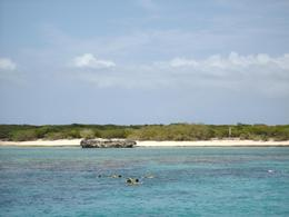 This is a pic of the second snorkeling location, a bit deeper and a lot more fun, with a wide variety of sea life. - July 2008