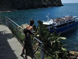 Esperando el barco que nos lleve hasta Monterosso , Luis O - July 2016