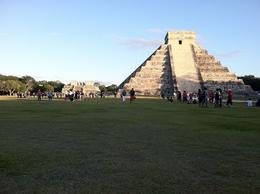 Chichen Itza, a few minutes before the park close. , jk87 - December 2011