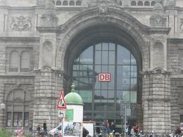 Nuremberg railway stn, Denis S - October 2010