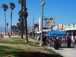 A quick stop for a delicious sandwich lunch on Venice beach , Dan Slater - September 2016
