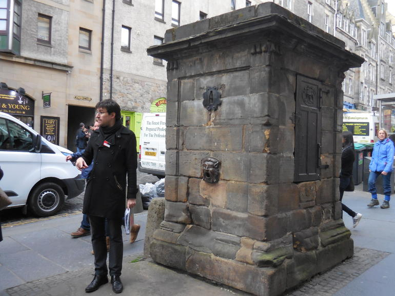 Historical Walking Tour with Optional Skip the Line Entry to Edinburgh Castle photo 18