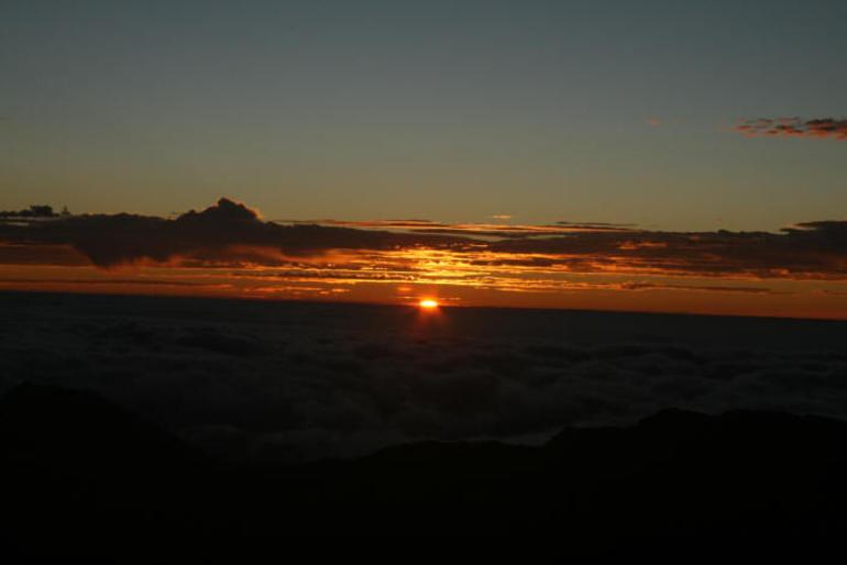 Haleakala_SunriseBegins - Maui