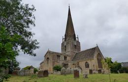 L'église de Bapmton où se passe les mariages et funérailles de la série , Lucienne D - July 2017