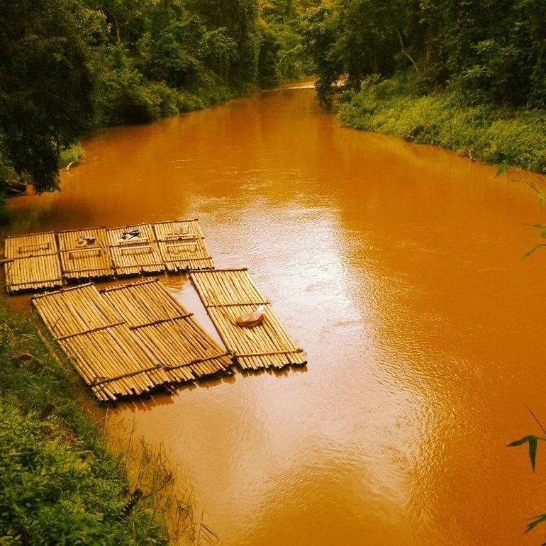 Ping River Rafting. -