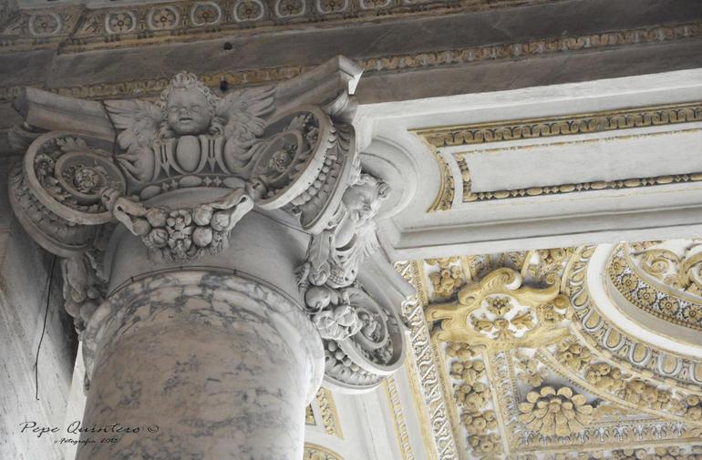 Columna con detalles - Rome