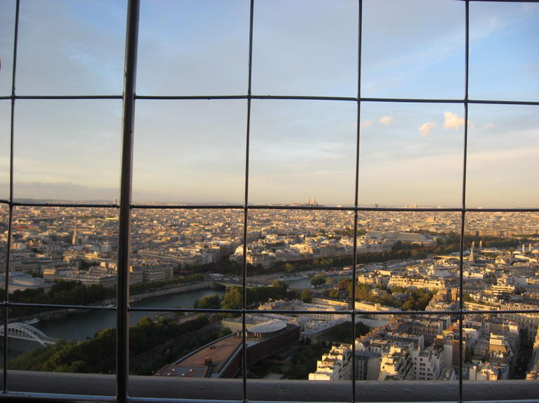 025 - Paris