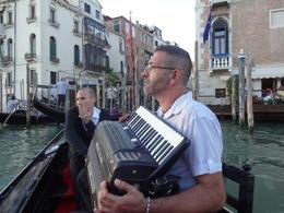 Os músicos ficaram bem na nossa gôndola. Que sorte!!! , Christiane M - October 2014