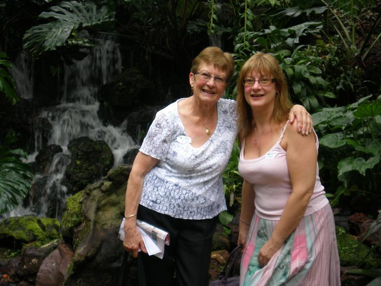 Toni and Daphne in the Orchid Gardens - a Fantastic Place! - Singapore