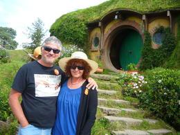 En la casa de Bilbo, con mi esposa en nuestro 25 aniversario de bodas!!! , alejandro r - April 2017