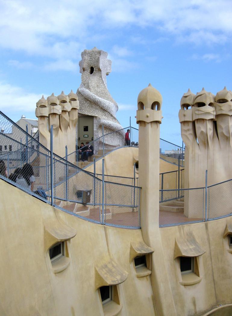 tour-montjuic-de-barcelone-gaudi-appartement-avec-guide