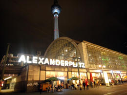 A famosa estação Alexanderplatz a noite , Angela Merici G - January 2015
