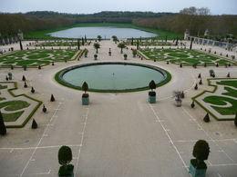 Rondleiding met gids door de tuinen van Versailles. , AWM v - May 2016