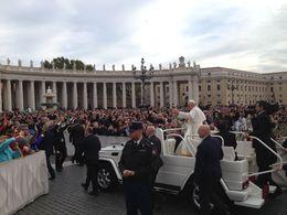El Papa en el recorrido antes de iniciar la misa. , Luigibel - November 2015