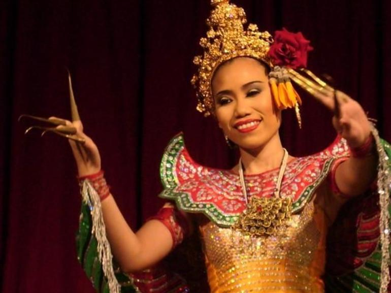 Thai Dinner and Dance: The Fingernail Dance - Bangkok
