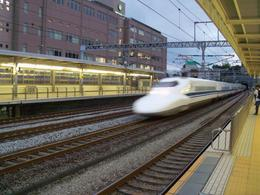 Shinkansen passing through Odawara station, Marin P - October 2010