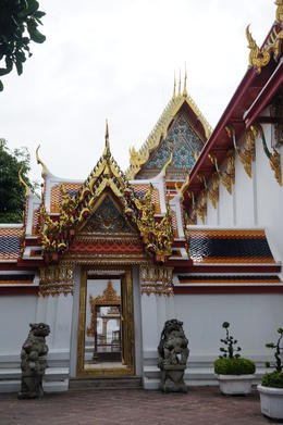 One of the temple in Bangkok , Ikasari W - September 2014