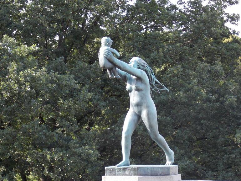 Vigeland Sculpture Park - Oslo