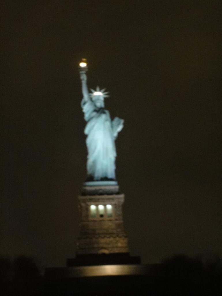 statue-de-la-liberte-le-soir-a-nyc