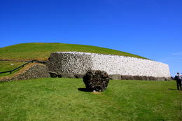 Beautiful day to tour a 5000+ year old passage tomb! , Meg - August 2014