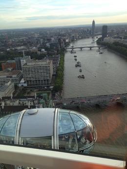 Geniessen und bestaunen die tolle Aussicht aus dem London Eye. , Katarina B - October 2013