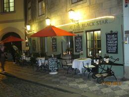 Jättemysig restaurang i Gamla Stan, med ingång till gränden från Karls bron, där vi åt fasanbröst och ankbröst. Väl värt ett besök. , Eleonor R - September 2013