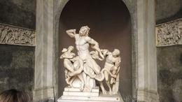 Escultura no Museu do Vaticano. Obra belíssima! , Adriana Melo - May 2014