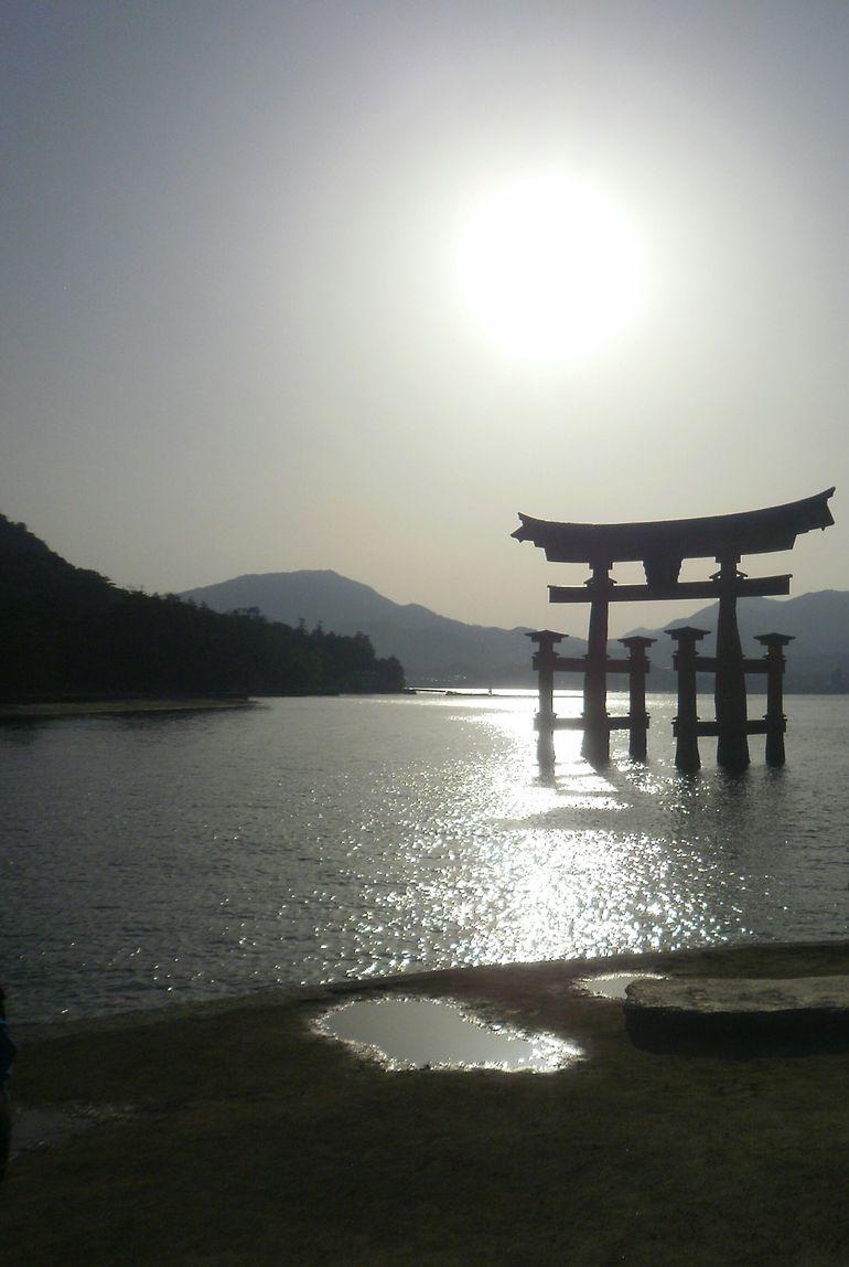 Private Miyajima Rickshaw Tour Including Itsukushima Shrine