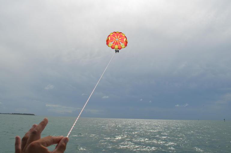 parasailing -
