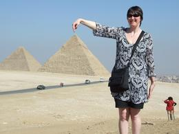 Michelle pointing at Pyramid of Khafre. - March 2008