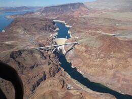 Hoover Dam sett från helikoptern. , Marjatta L - June 2013