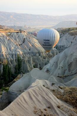 The pilots of the hot air balloons showed amazing skill in getting the balloons into the valleys., Peter - October 2010