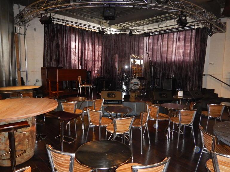 """Nashville"" Hit TV Show Guided Bus Tour with Ryman Auditorium or Bluebird Café"