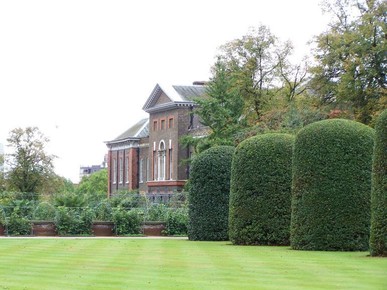 Kensington Palace Lawn - London