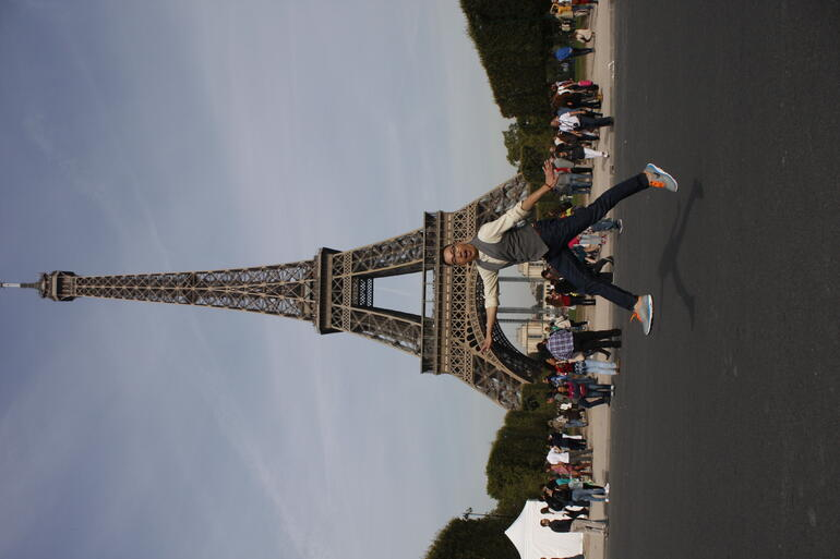 The Eiffel Tower makes me weightless! - Paris