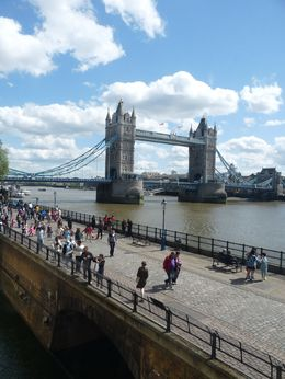 Pont vu des remparts de la Tour de Londres , Claude D - May 2015