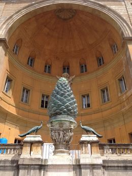 Udsmykning i Vatikan Haven , Vivi G - June 2016