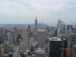 Vue vers le sud de Manhattan et sur l'Empire State Building. A gauche, Brooklyn et l'East River, à droite l'Hudson River et le port de New York. , degwenn - July 2016