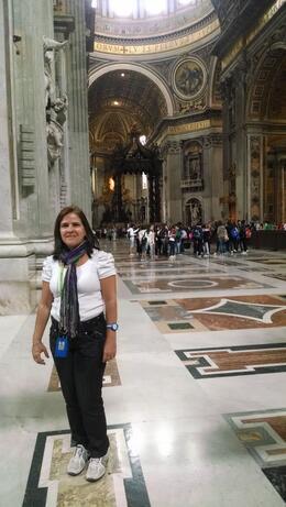 Adriana na visita à Basílica de São Pedro. , Adriana Melo - May 2014