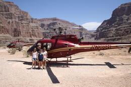 Au milieu du Grand Canyon après un vol impressionnant, hallucinant ! Spectacle grandiose !!! A faire absolument. , Grégory O - May 2014