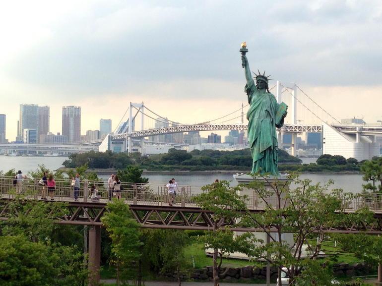 Statue of Liberty near Rainbow Bridge - Tokyo
