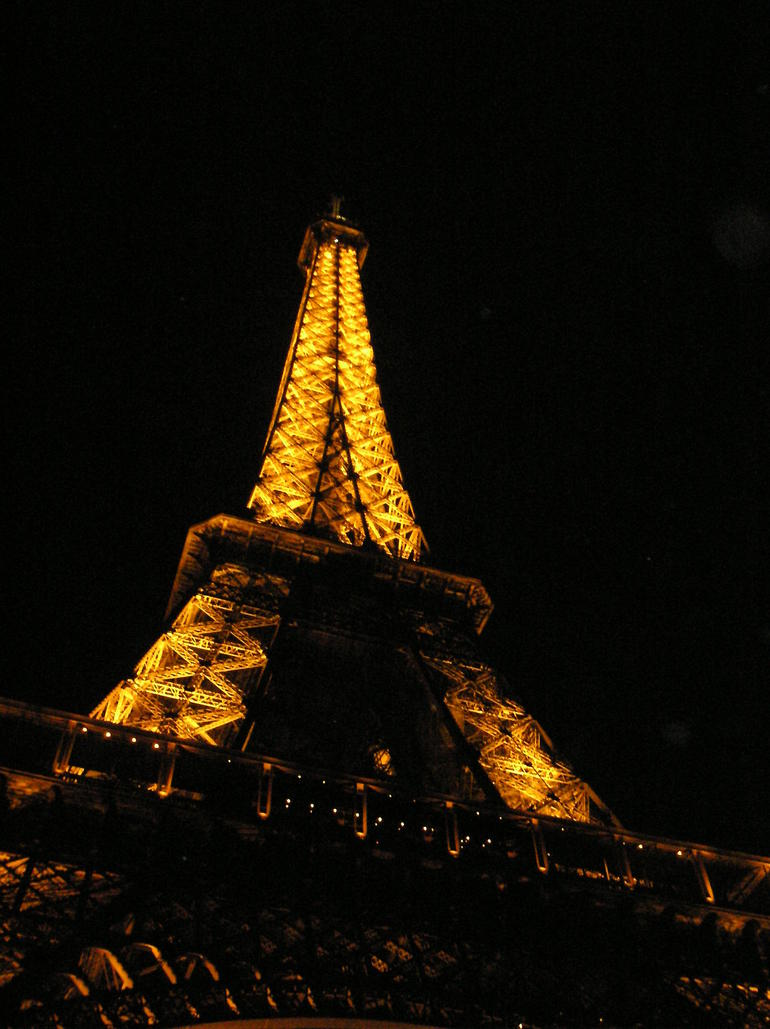 Eiffel tower at night in April - Paris