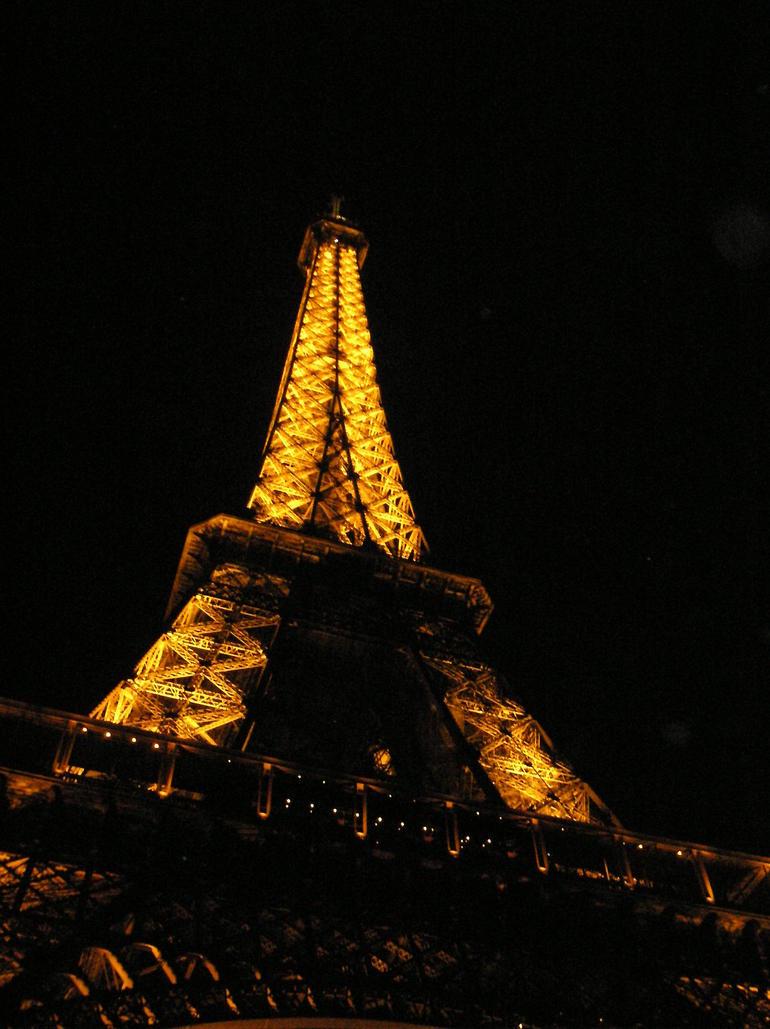 Eiffel tower at night in April - Paris