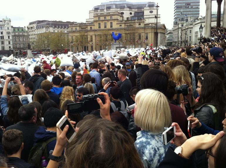 Pillow fight am Trafalgar Square - London