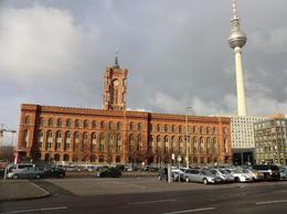 Neben dem roten Rathaus ist ein kleiner Weihnachtsmarkt der sich lohnte , Horst S - January 2015