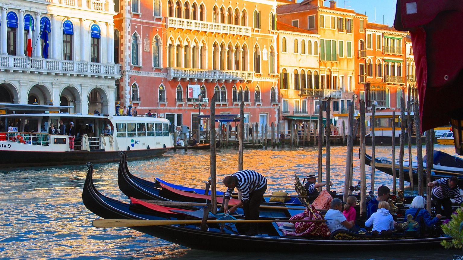 MÁS FOTOS, Visita a pie por Venecia por la mañana más paseo en góndola