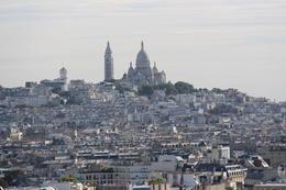 Daar, naast de Sacré Coeur zie je het niet daar was ons gezellig hotelleke. getrokken vanaf de arc de triomph. , Leopold P - September 2013