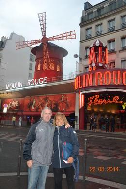 mi marido y yo en el molin rouge , m.consuelo l - August 2014