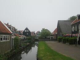 Marken, le joli petit village où se trouve la fabrique de sabots , Pierre V - May 2014